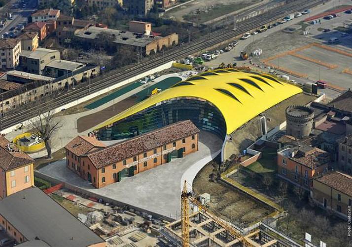 Biglietto Museo Enzo Ferrari a Modena - viaggio da Milano incluso