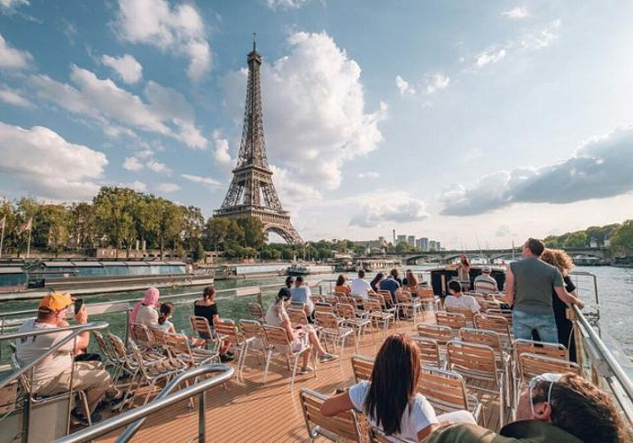 Seine River Cruise – Crêpe & Drink Package