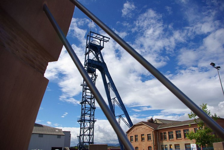 Mémorial des Mineurs, au pied du chevalement Théodore
