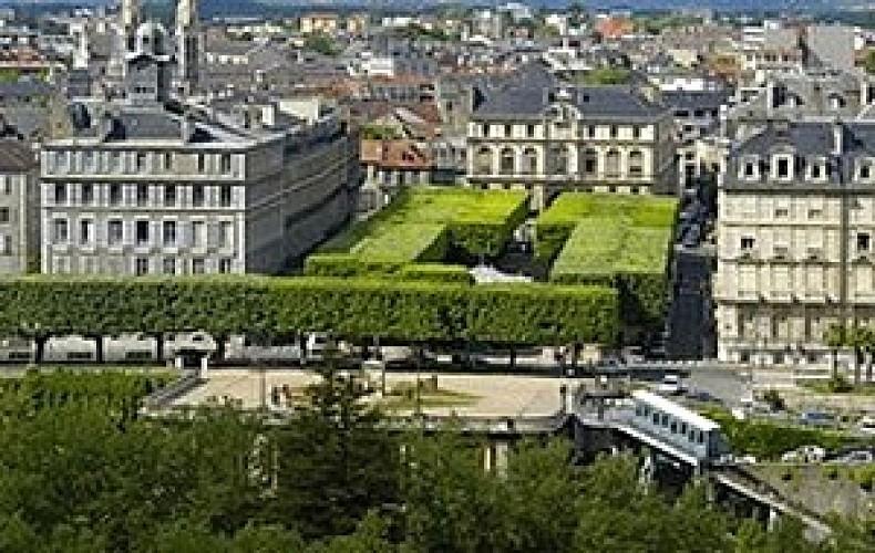 Hôtel de ville et place Royale