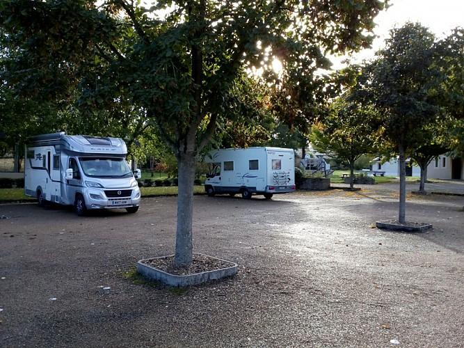 AIRE DE STATIONNEMENT DE CHARCÉ-SAINT-ELLIER-SUR-AUBANCE