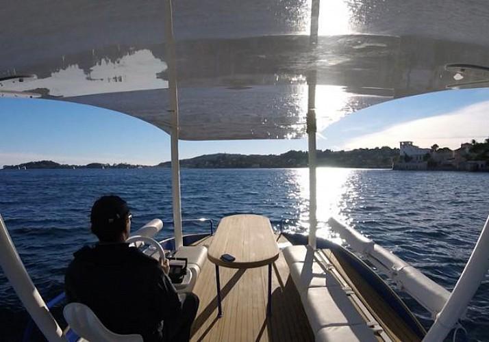 Location d'un bateau solaire entre Nice et Monaco (1h)