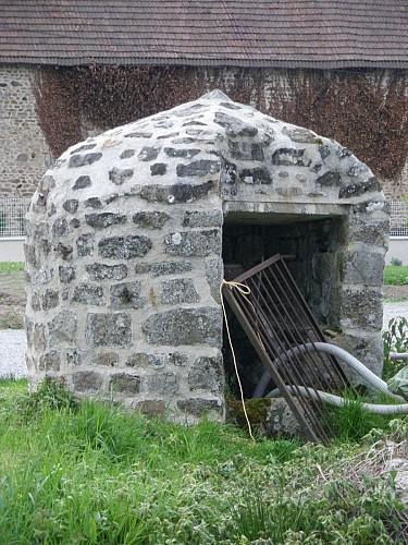Les puits et le lavoir des Bordes