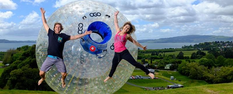Descente des collines en Zorb (bulle gonflable géante) - A Rotorua