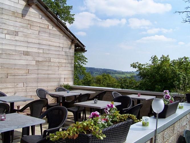 taverne le RIBOMONT ( Chemin de Ribomont, 13 - Tél : 0495/254565 ) Terrasse panoramique, diverses bières spéciales, glaces, planche apéritive ainsi que possibilité de départ de la taverne car grand parking.