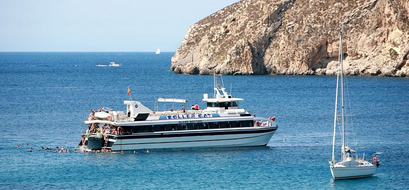 Day on a Glass-Bottomed Boat in the Bay of Palma with Lunch (transport not included)