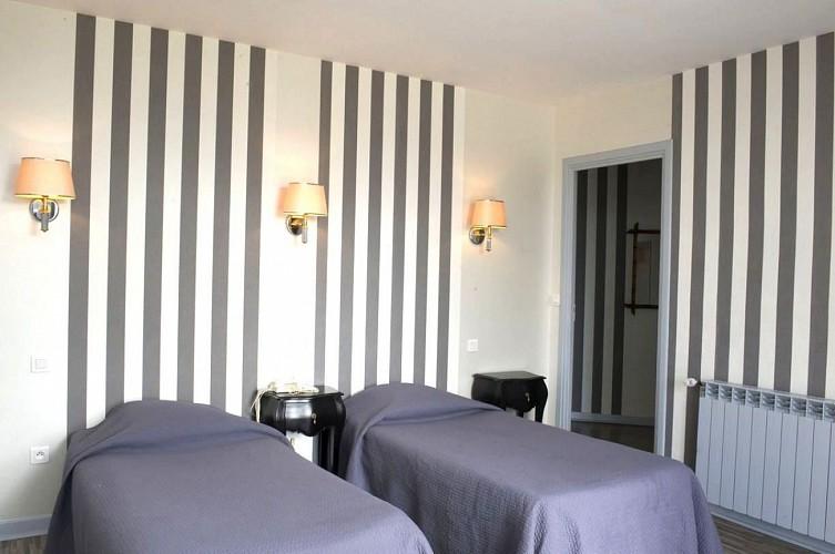 champagne 52 chaumont hotel terminus reine chambre 10.