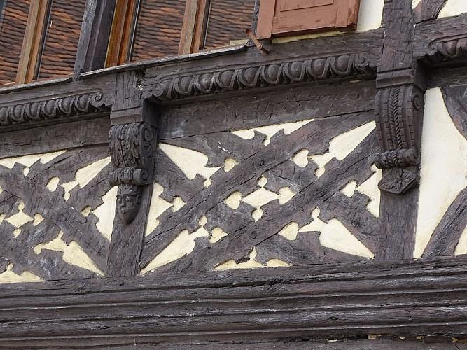 Maison Erbs - ancienne épicerie Herr, détails sculptés