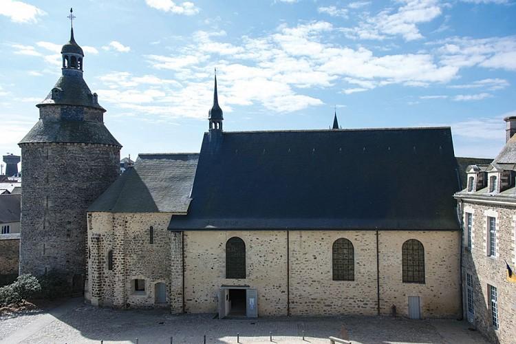 La chapelle castrale, centre d'art Les 3 CHA