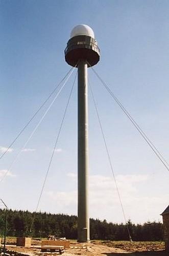Vue sur la tour météorologique de Wideumont