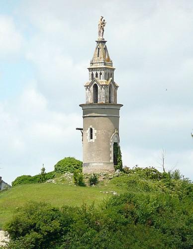 Statue de la Vierge - motte castrale