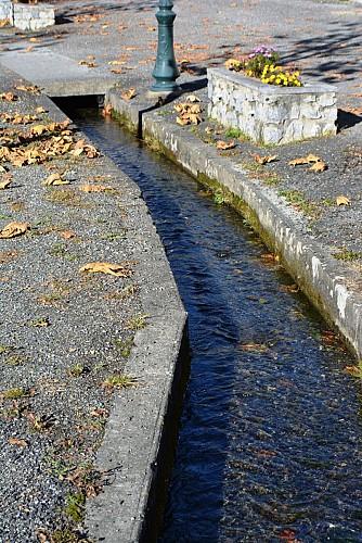 LE CANAL ET SES MOULINS
