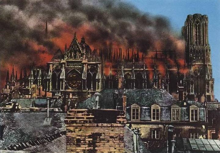 Cathedrale de Reims bombardée en 14-18.jpg