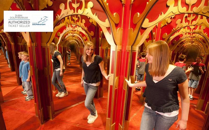 Dubai Dolphinarium: Mirror Maze