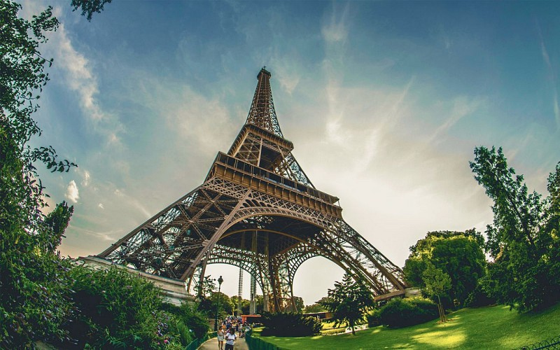Skip the Line Eiffel Tower 2nd Floor Tickets with Host & Optional Seine Cruise