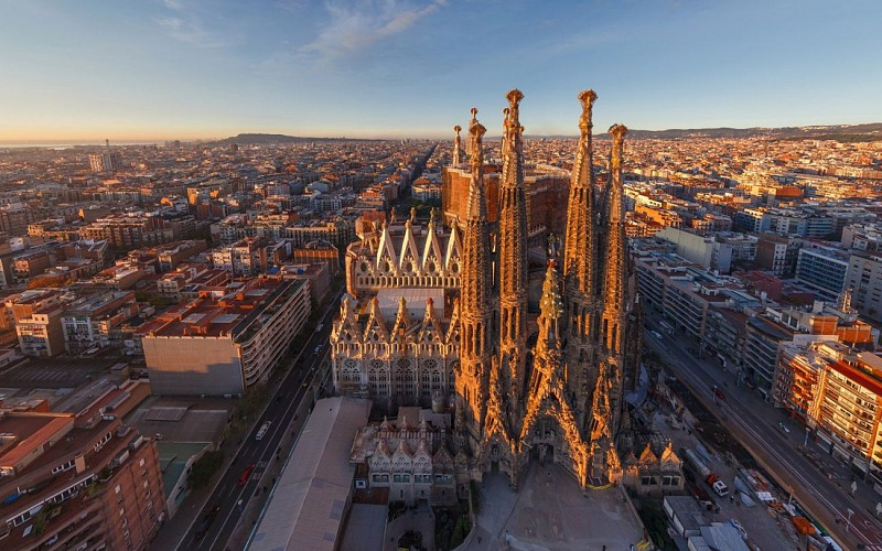 Sagrada Familia Fast Track Tickets with Tower Access and Audio Guide