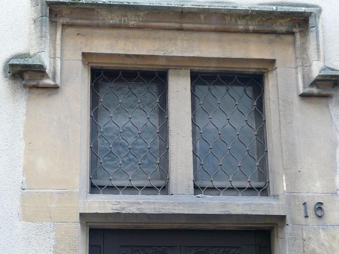Porte et fenêtres ouvragées