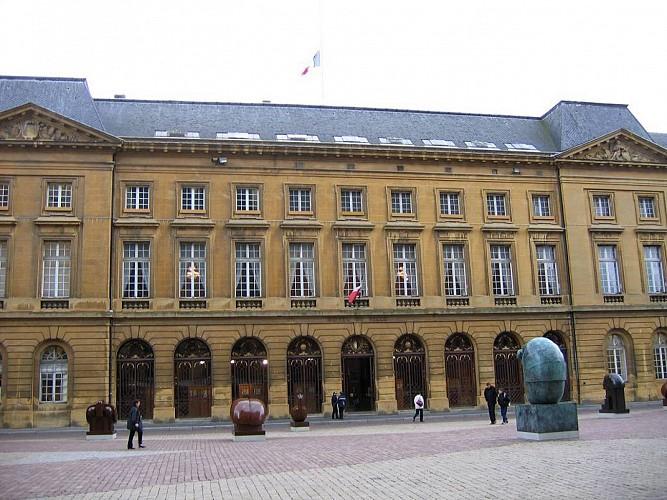 Hôtel de Ville et place d'Armes