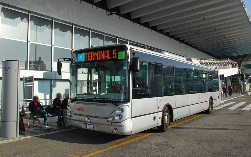 Fiumicino Airport: Shuttle Bus to/ from Rome City Center