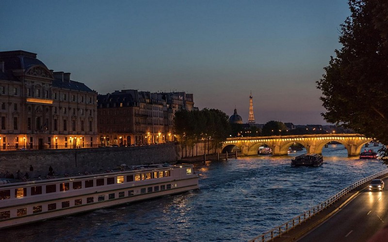 Bateaux Parisiens : Dinner Cruise with Optional Champagne