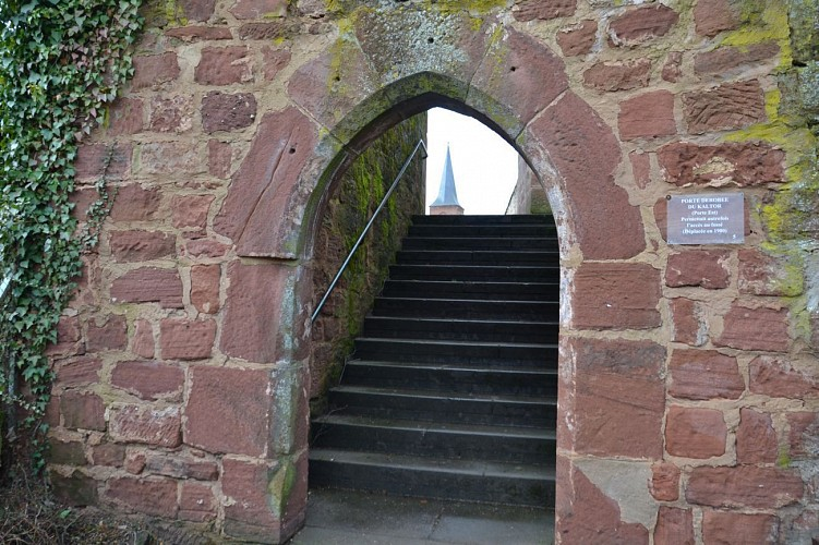 Tour de l'ancien château médiéval - Portique Kaltor