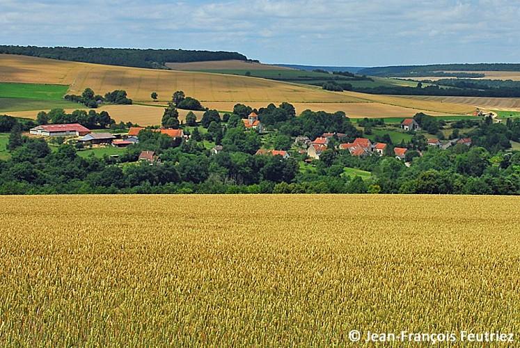 Panorama sur le village et la vallée