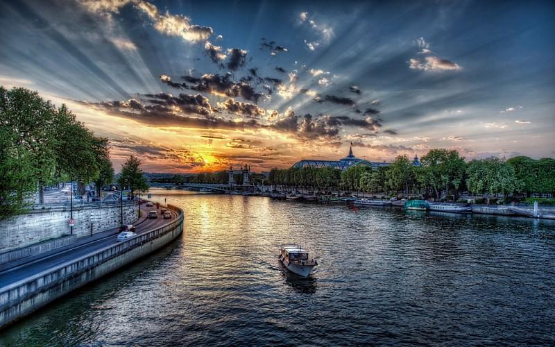 Paris by Night: Eiffel Tower, City Tour & Seine Cruise