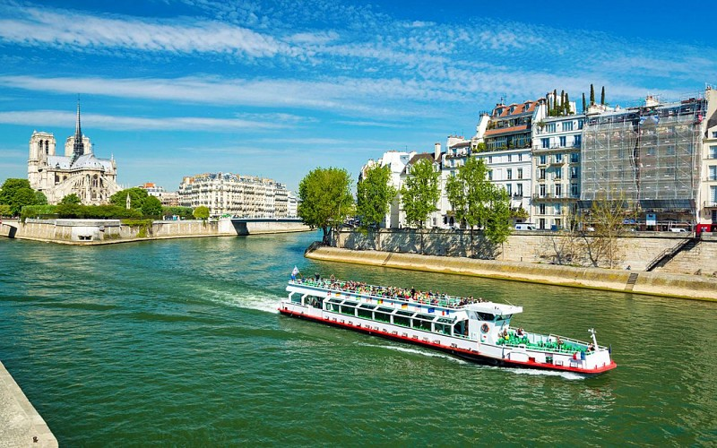 French Cuisine Lunch Cruise On Seine River
