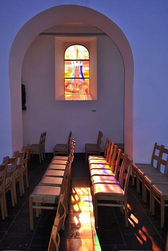 Eglise Saint-Etienne et vitraux de Jean-Michel Folon