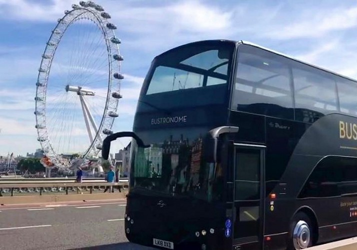 autres d jeuner bord d un bus imp rial le bustronome londres. Black Bedroom Furniture Sets. Home Design Ideas