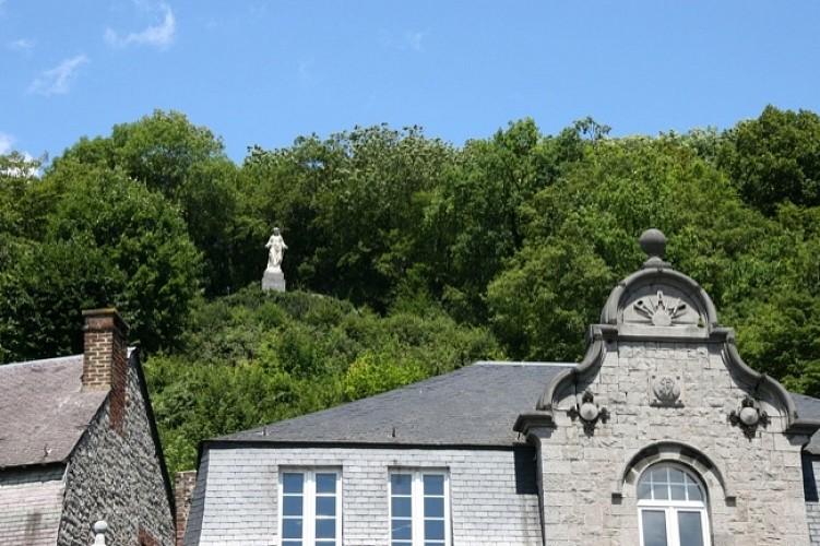 Allée du Lairbois et Notre-Dame de Bonne Garde