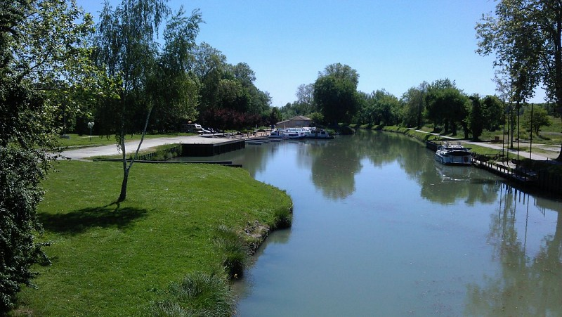 Départ du port de Valence d'Agen - Halte nautique
