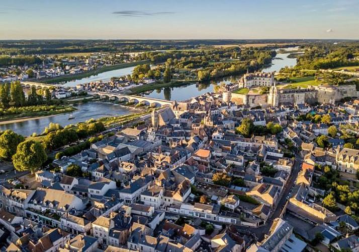 Helicopter flight over Chateaux de la Loire