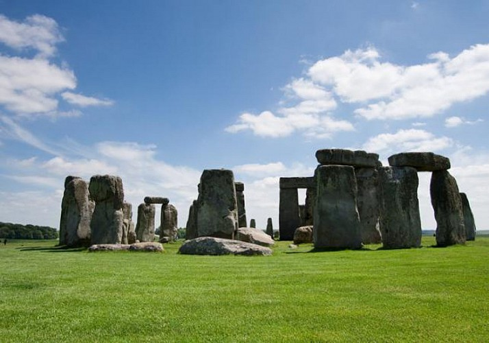 Excursion to Stonehenge, Stratford-upon-Avon and Bath with Christmas Lunch Included - Leaving from London
