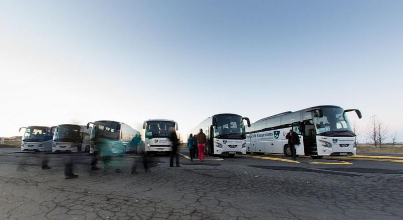 Transfert en navette partagée entre l'aéroport Keflavik et Reykjavik