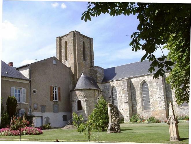 OT-Pithiviers-Vestiges-de-la-Collegiale-Saint-Georges-Photo-OT---Copie