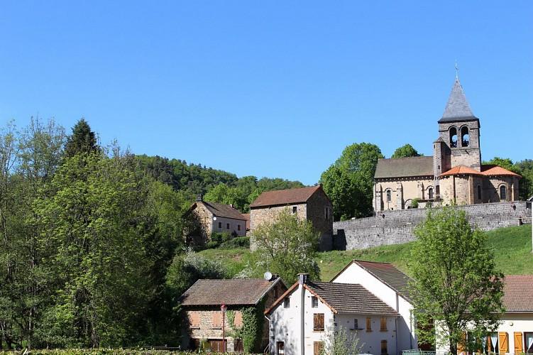 Église romane et cascade de Montfermy