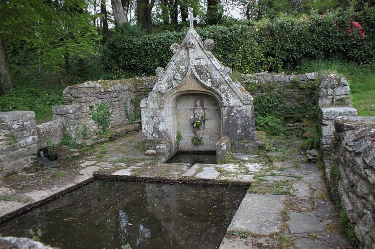 Stival - Ancienne voie de chemin de fer et fontaine