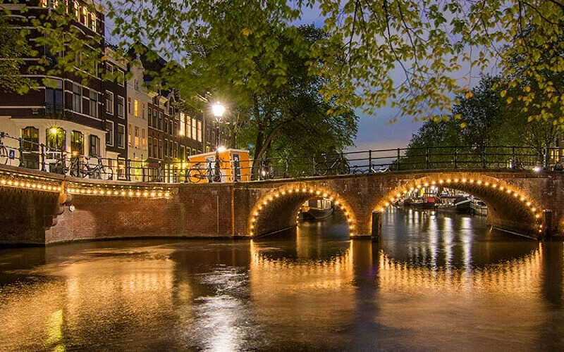 Lovers: Evening Amsterdam Canal Cruise