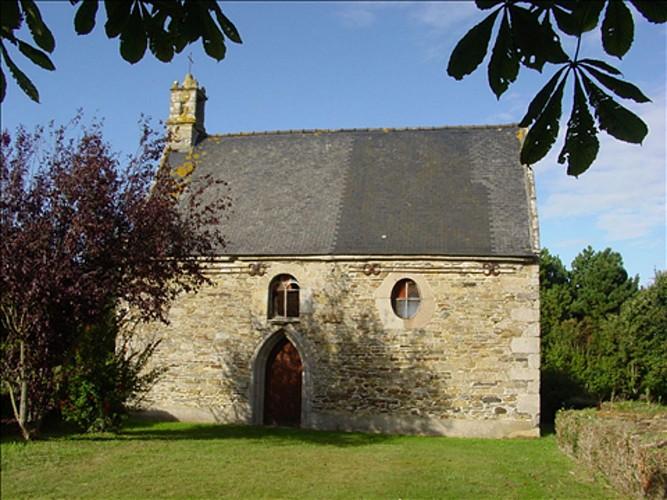 Chapelle Sainte-Anne et Croix de chemin de Kermezen