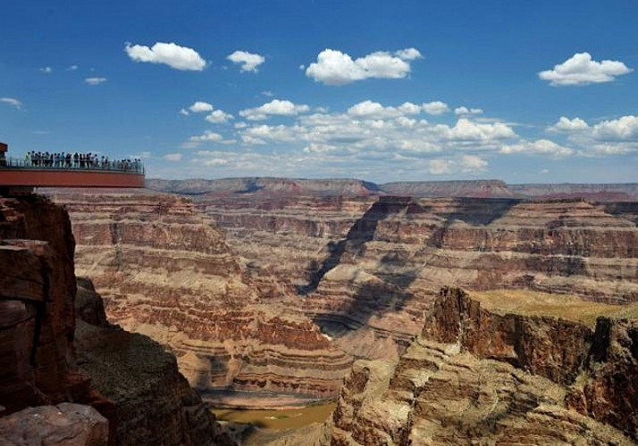Grand Canyon Ultimate Tour – Aeroplane and helicopter flights, boat ride and admission to the Skywalk – Departing from Phoenix