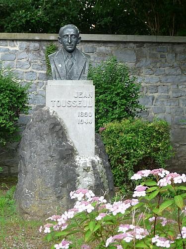 Place Jean Tousseul en een borstbeeld (sculptuur)