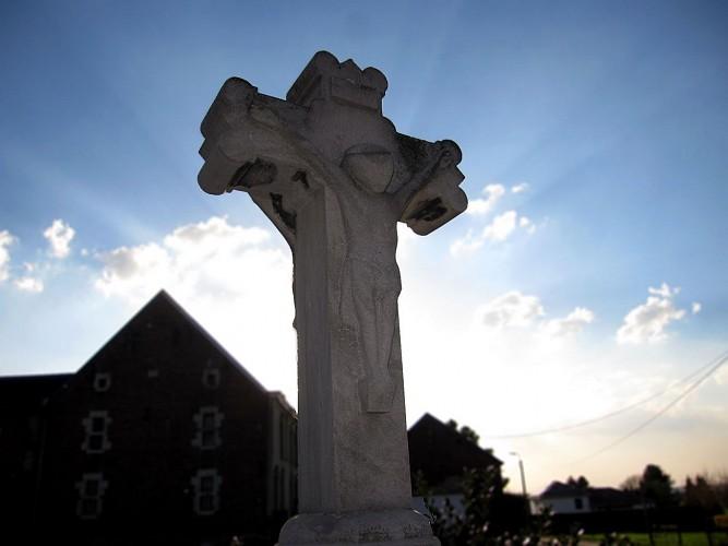 La croix à deux faces (Place du marché, Retinne)