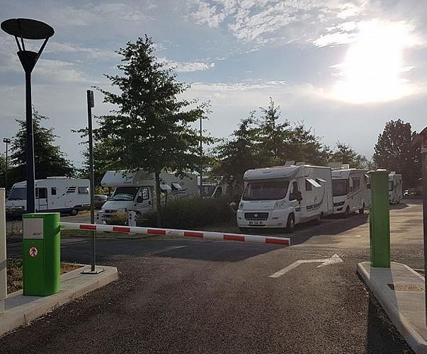 33-libourne-aire-etape-camping-car-park-entree