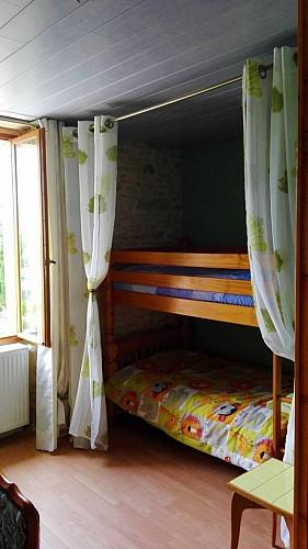 Chambre-verte-lit-superpose-Au-mas-de-Mayac