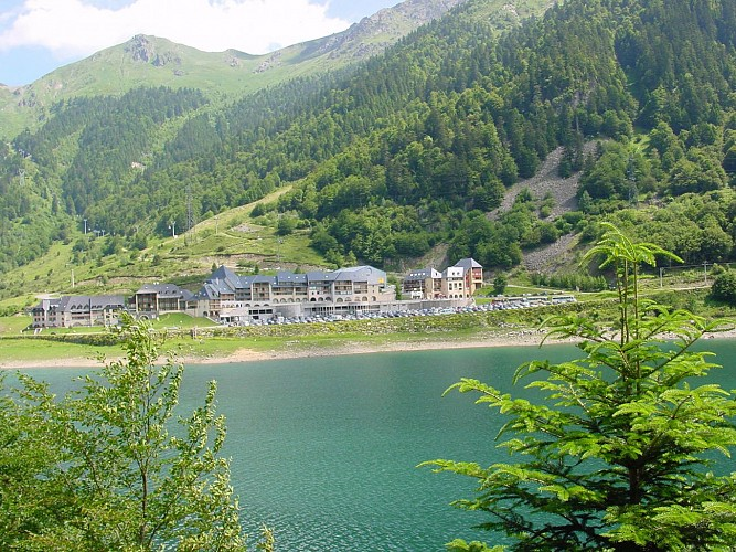 Lac-Fabreges-Village-Ete