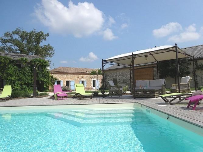 HLOAQU047V501C1O_LGC203_LACAUSSADE_piscine et maison