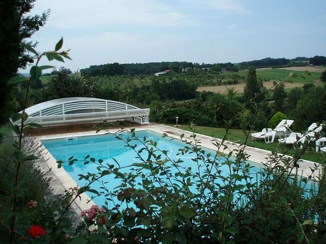 Gîte à Basile 47150 monségur - la piscine découverte et son magnifique point de vue sur les vergers [800x600]
