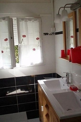 Gîte à Basile 47150 monségur - salle de bain [800x600]