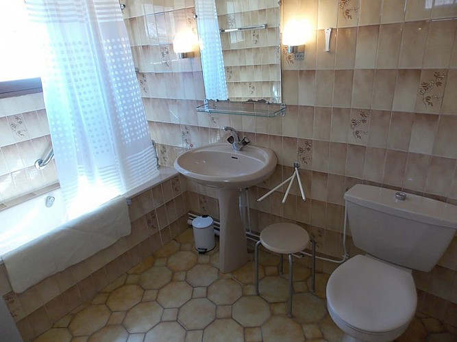 Meublé Soubaigné - Salle de bains